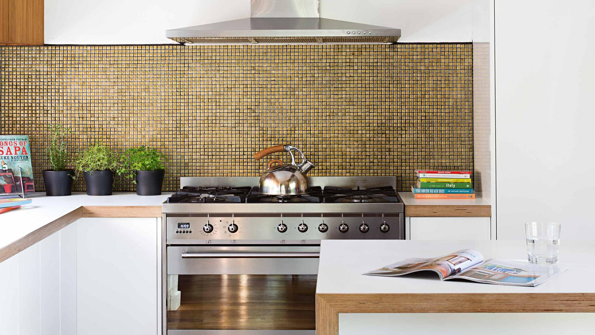 4 ways to save big when it comes to kitchen remodelling Splashback tiles kitchen ideas