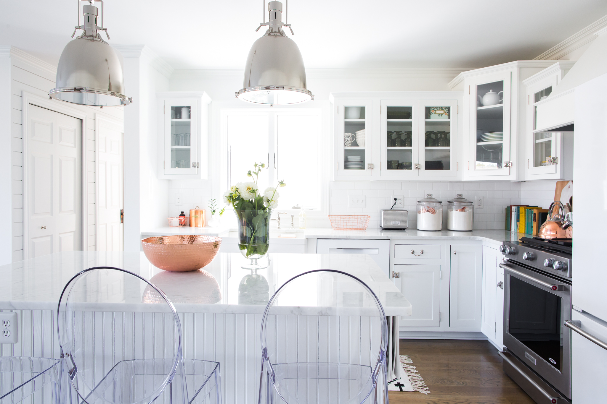 White Kitchen with Modular Design